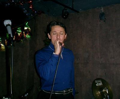 photo of Bobby Dozier rocking da haus at Tokyo karaoke joint